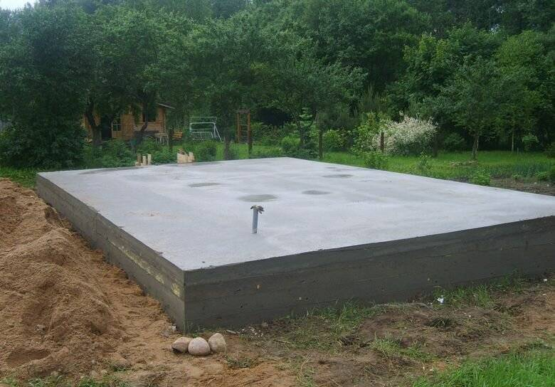 Плюсы и минусы использования фундамента из монолитной плиты