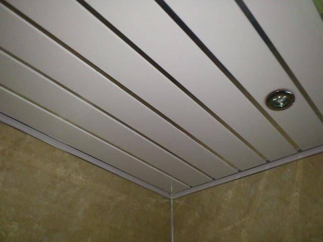Потолок на кухне из пластиковых панелей (45 фото): дизайн потолка из пвх, отделка своими руками