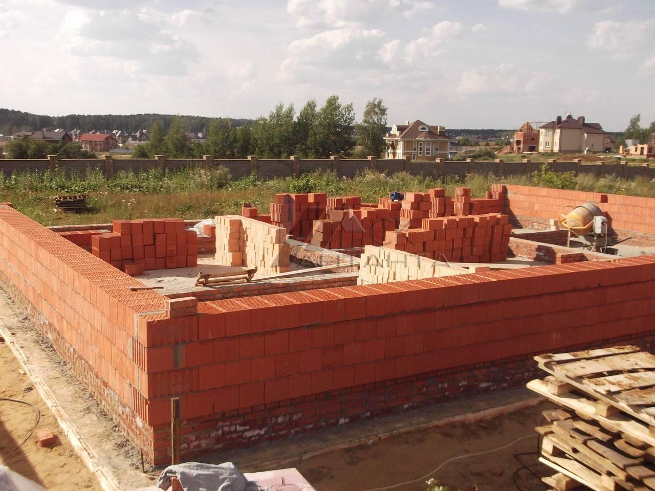 Стоимость постройки дома из кирпича