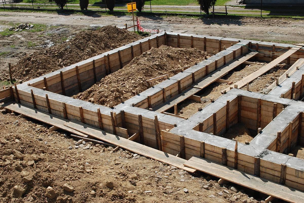 Строительство фундамента: поэтапное возведение основы для дома и постройки