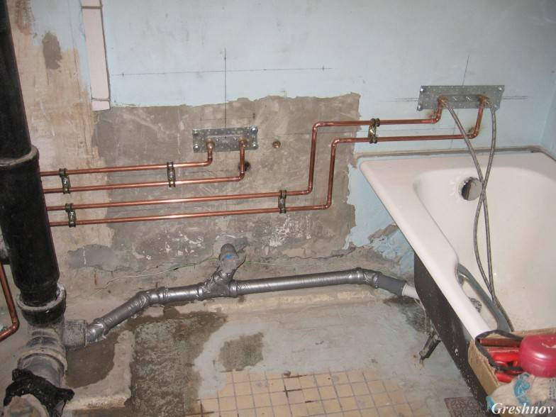 Разводка труб в ванной: как сделать сантехнику в туалете
