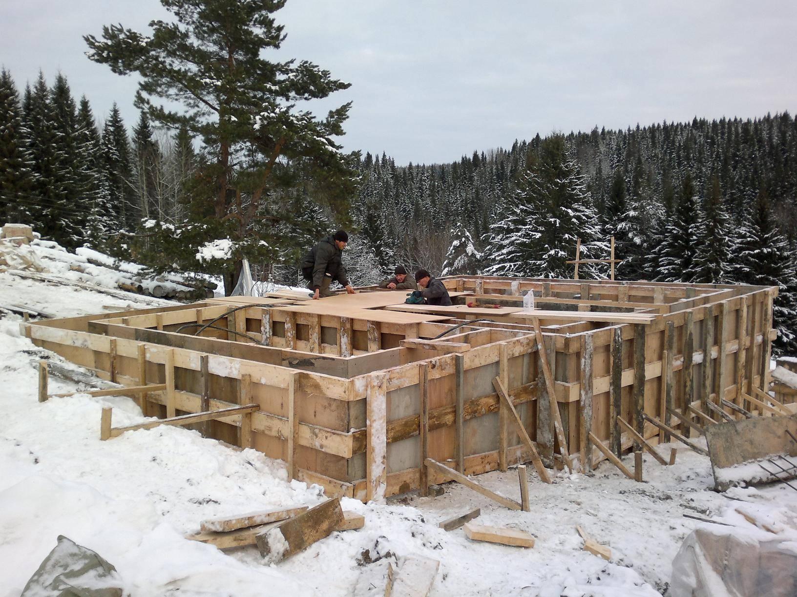 Фундамент на склоне — подбор и монтаж подходящего типа основания