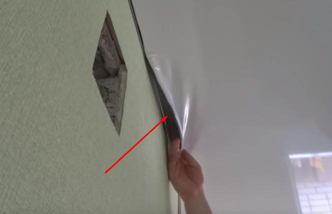 Как отремонтировать натяжной потолок после прокола или пореза?