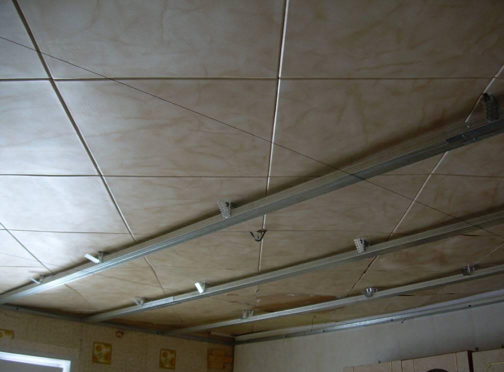 Пластиковый потолок на кухне: видео-инструкция по монтажу потолочного покрытия своими руками, фото