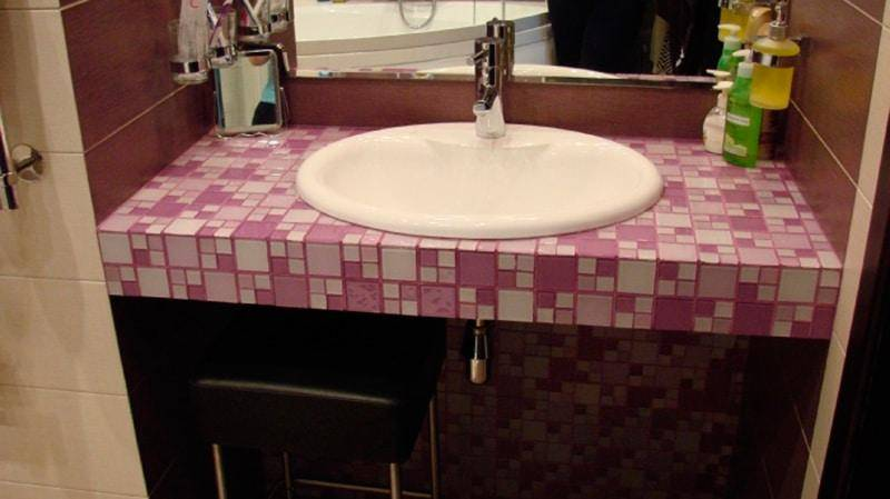 Деревянная столешница в ванную под раковину: разновидности, выбор материала