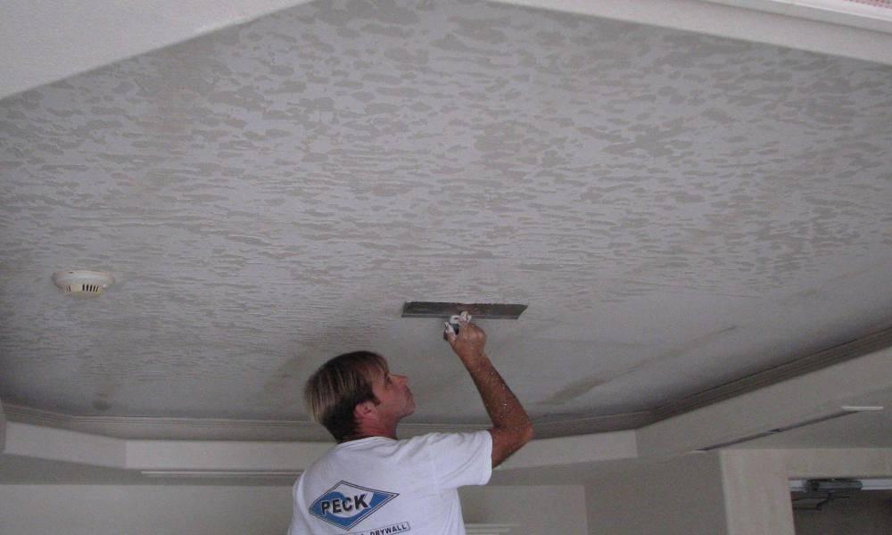 Штукатурка потолка: как выравнять потолок своими руками?