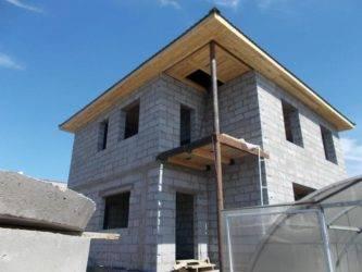 Из чего дешевле строить дом: из бруса или газобетона