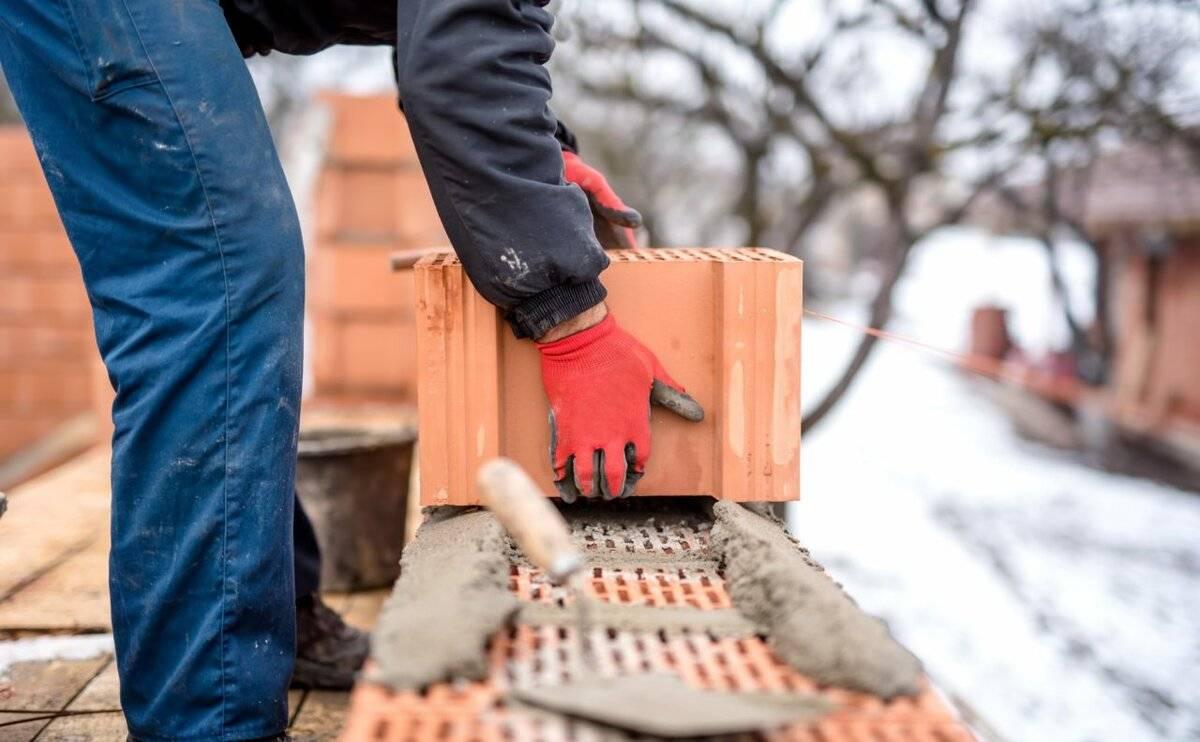 Кладка кирпича зимой при минусовой температуре: рекомендации специалистов, технологические особенности зимней кладки. выполнение кладки при отрицательных температурах.