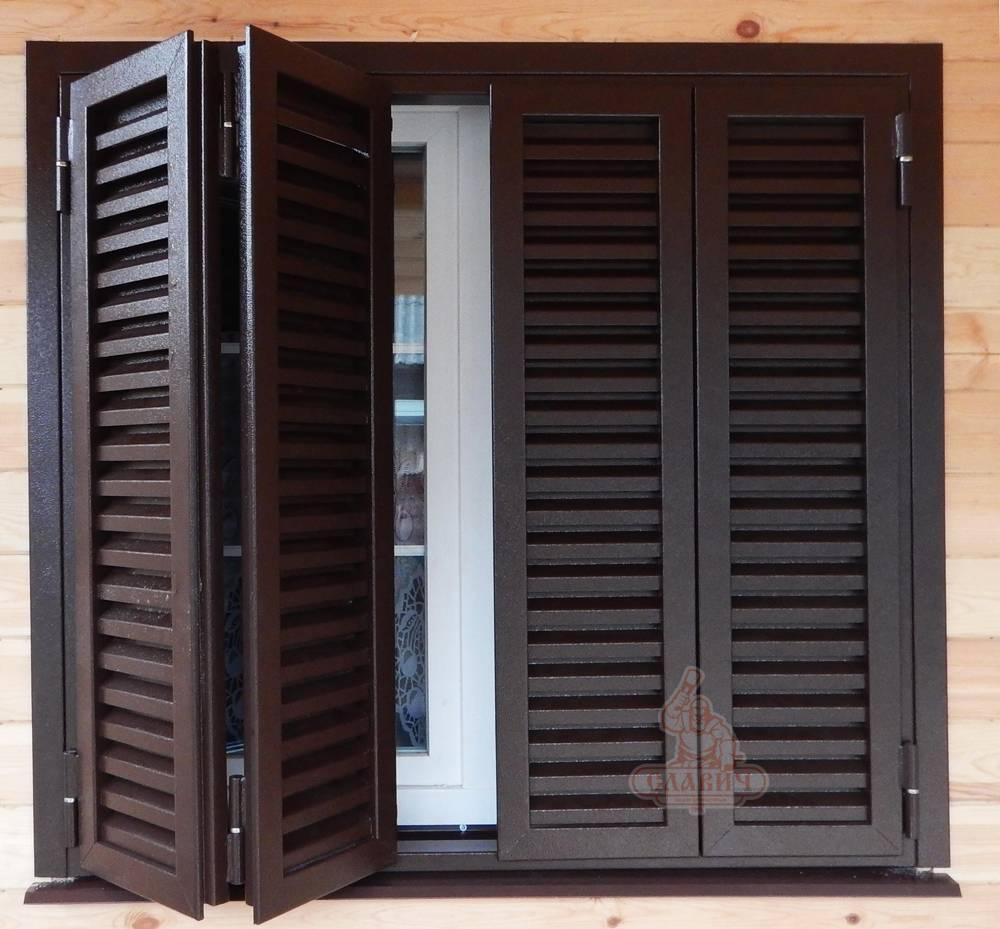 Виды жалюзийных конструкций, материалы для входных и межкомнатных дверей: дерево, пластик, металл