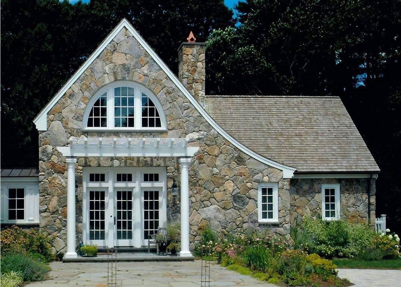 Фасадный камень для облицовки фасада: особенности и кладка
