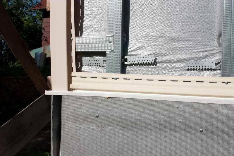 Обшиваем домик сайдингом, варианты отделки и обзор материалов