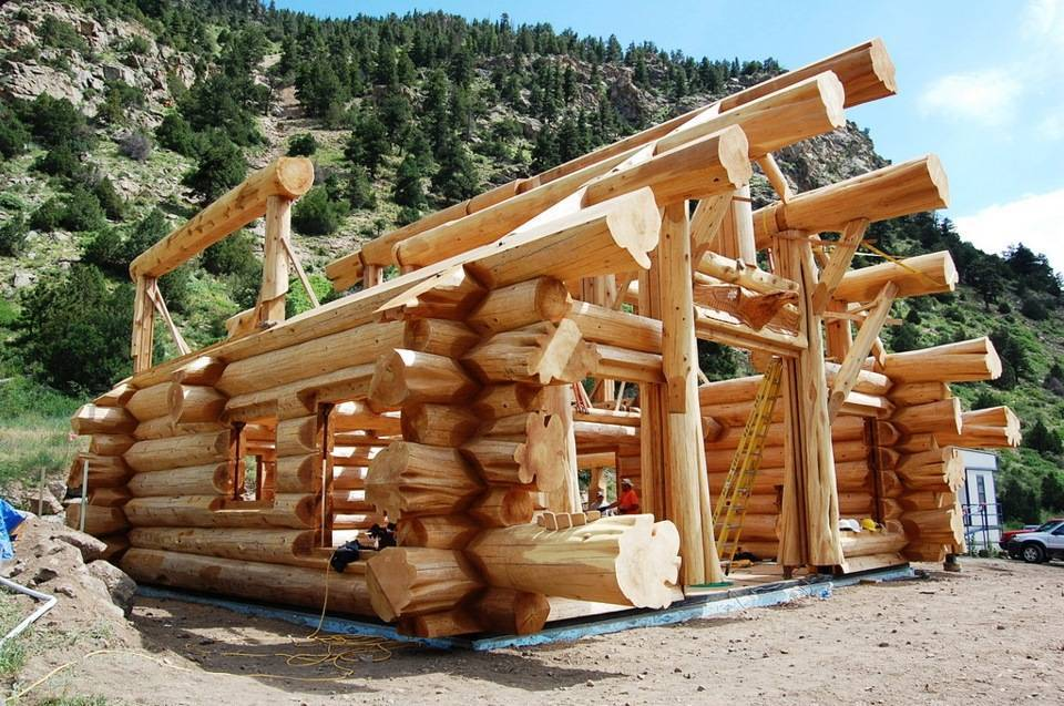 Постройка деревянного дома из бревна