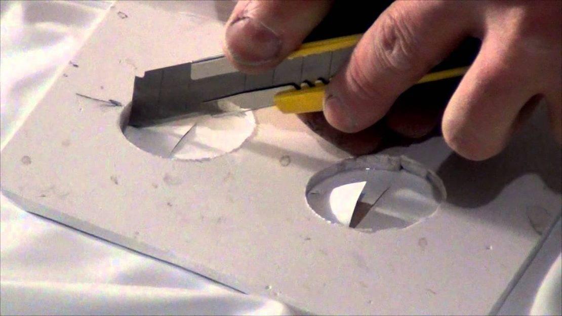 Можно ли вкрутить саморез в натяжной потолок: как правильно дырявить и исправить изъяны