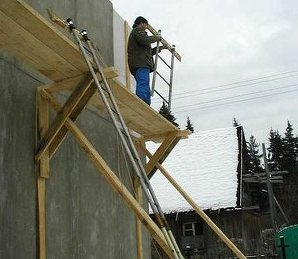 Сборка строительных лесов: монтаж металлических и деревянных лесов, правила крепления. как собрать их с помощью винтовой опоры?