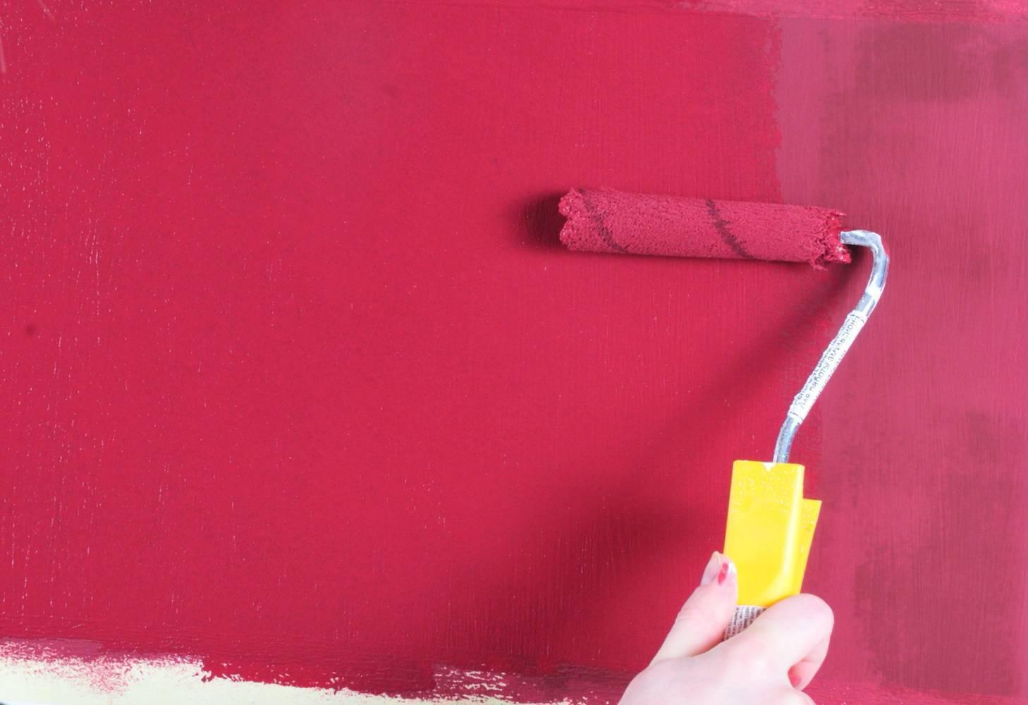 Как покрасить стены водоэмульсионкой