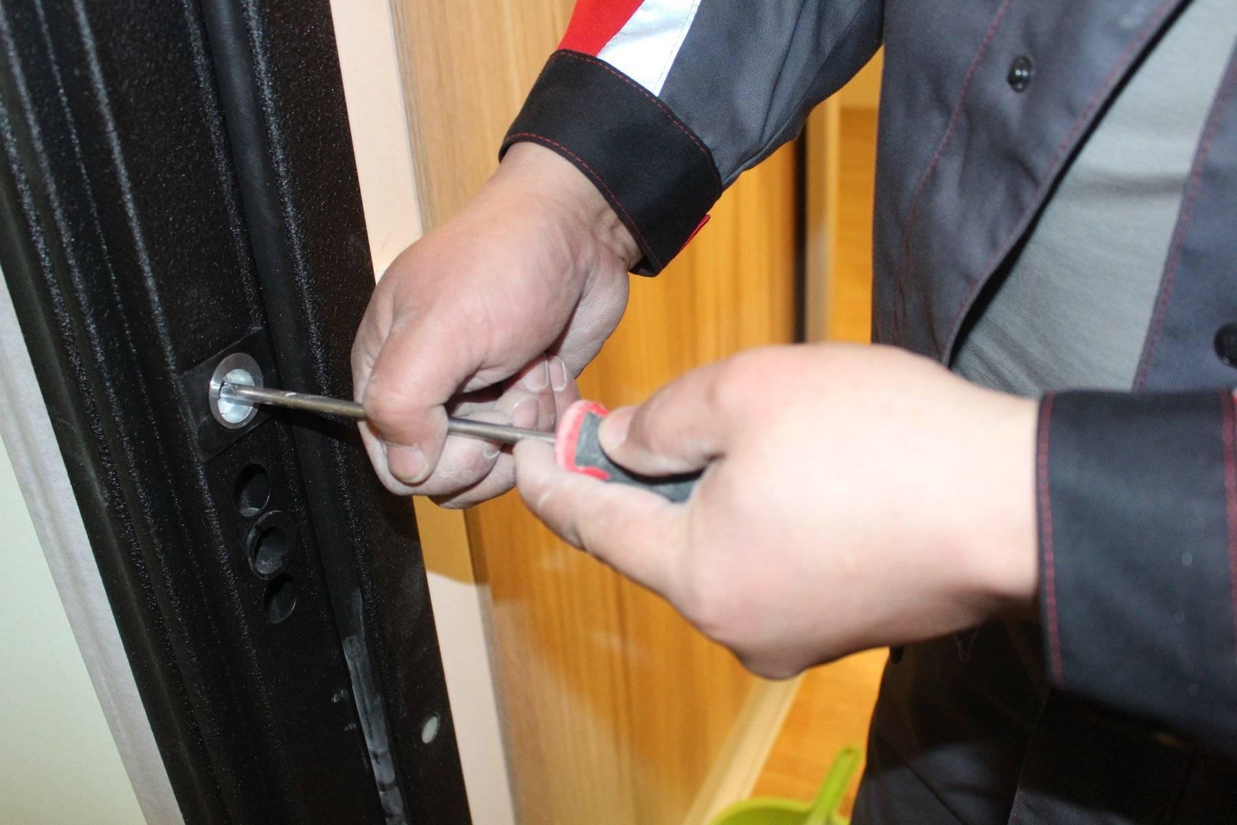 Как отрегулировать металлическую входную дверь  советы специалистов и необходимый набор инструментов