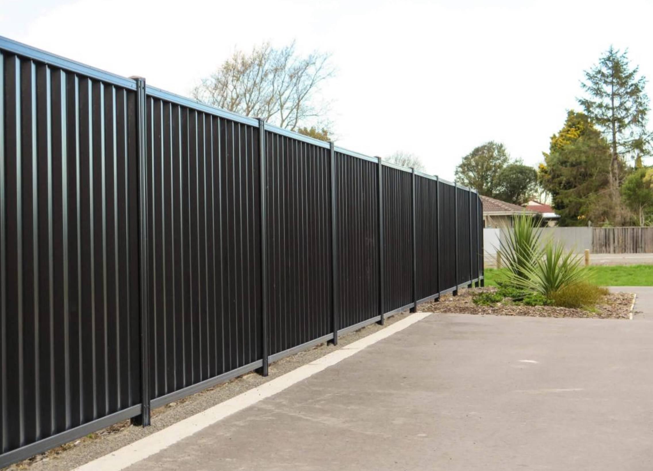Забор из профнастила — 100 фото готовых примеров! инструкция как сделать своими руками.