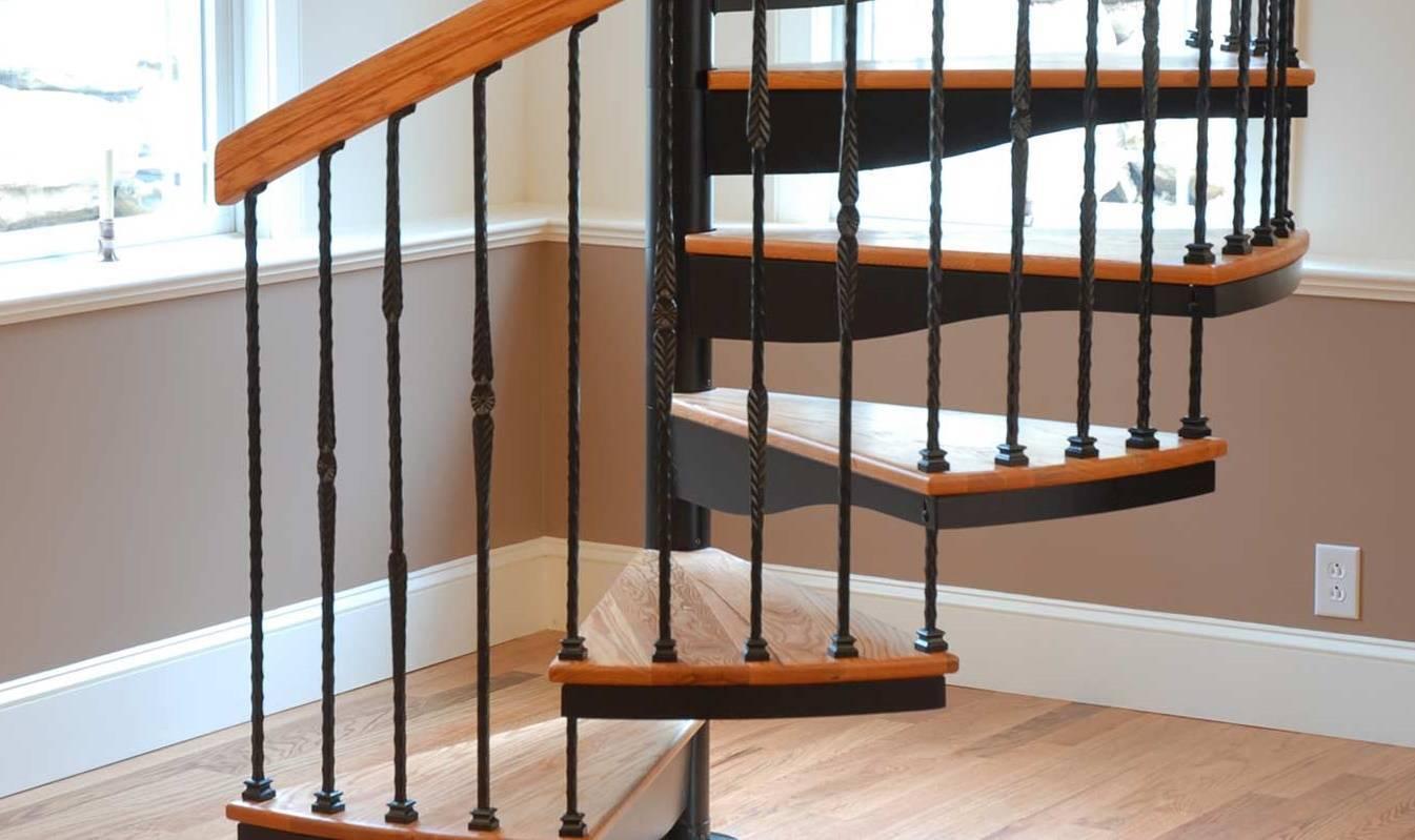 Крепление опорного столба лестницы к полу - строитель