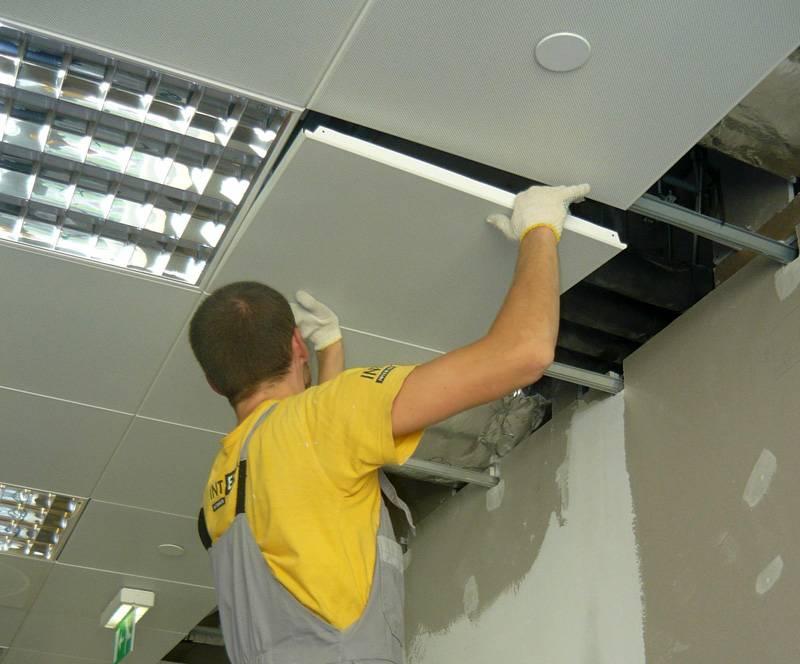 Монтаж подвесного потолка армстронг своими руками – пошаговая инструкция с фото.