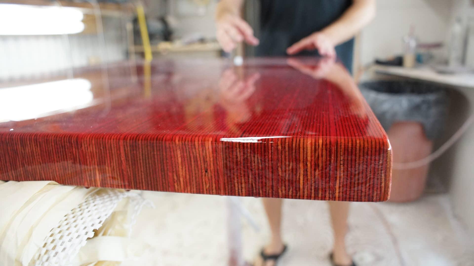 Стол из эпоксидной смолы: как сделать своими руками стильные столы и кухонные столешницы