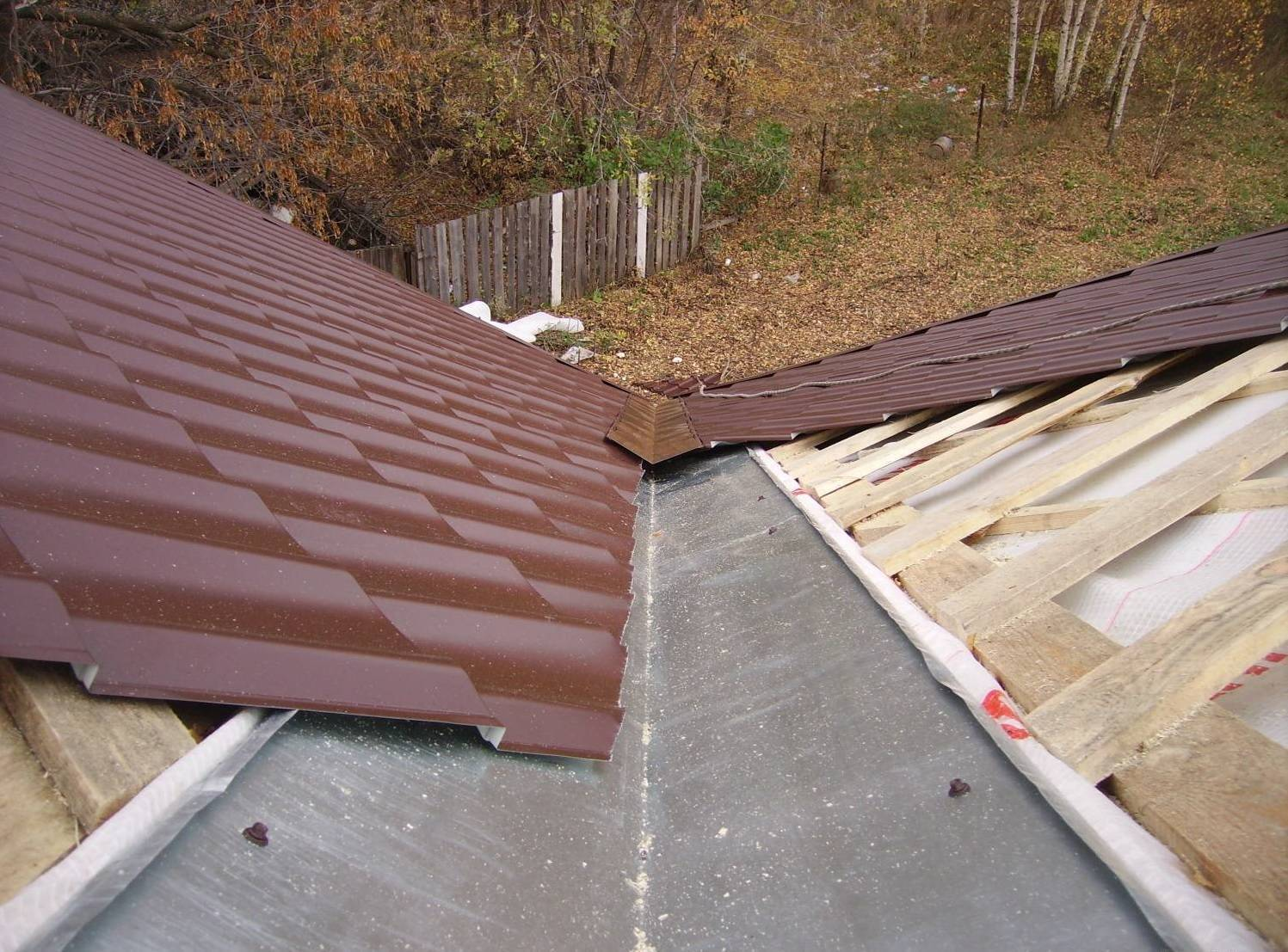 Как правильно сделать ендову на крыше из металлочерепицы?