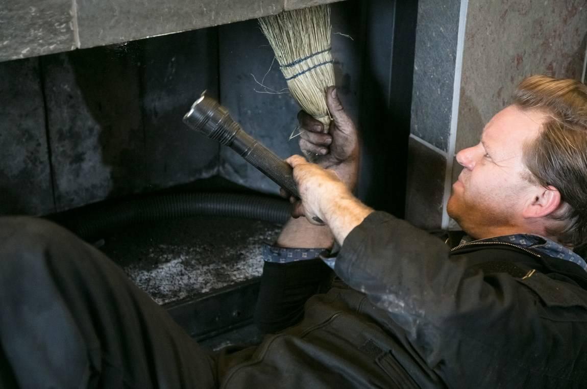 Как почистить дымоход в печи частного дома: эффективные способы