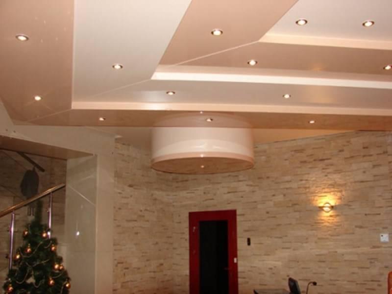 Многоуровневые потолки (42 фото): стоит ли делать трехуровневый потолок с подсветкой, дизайн трехуровневых конструкций