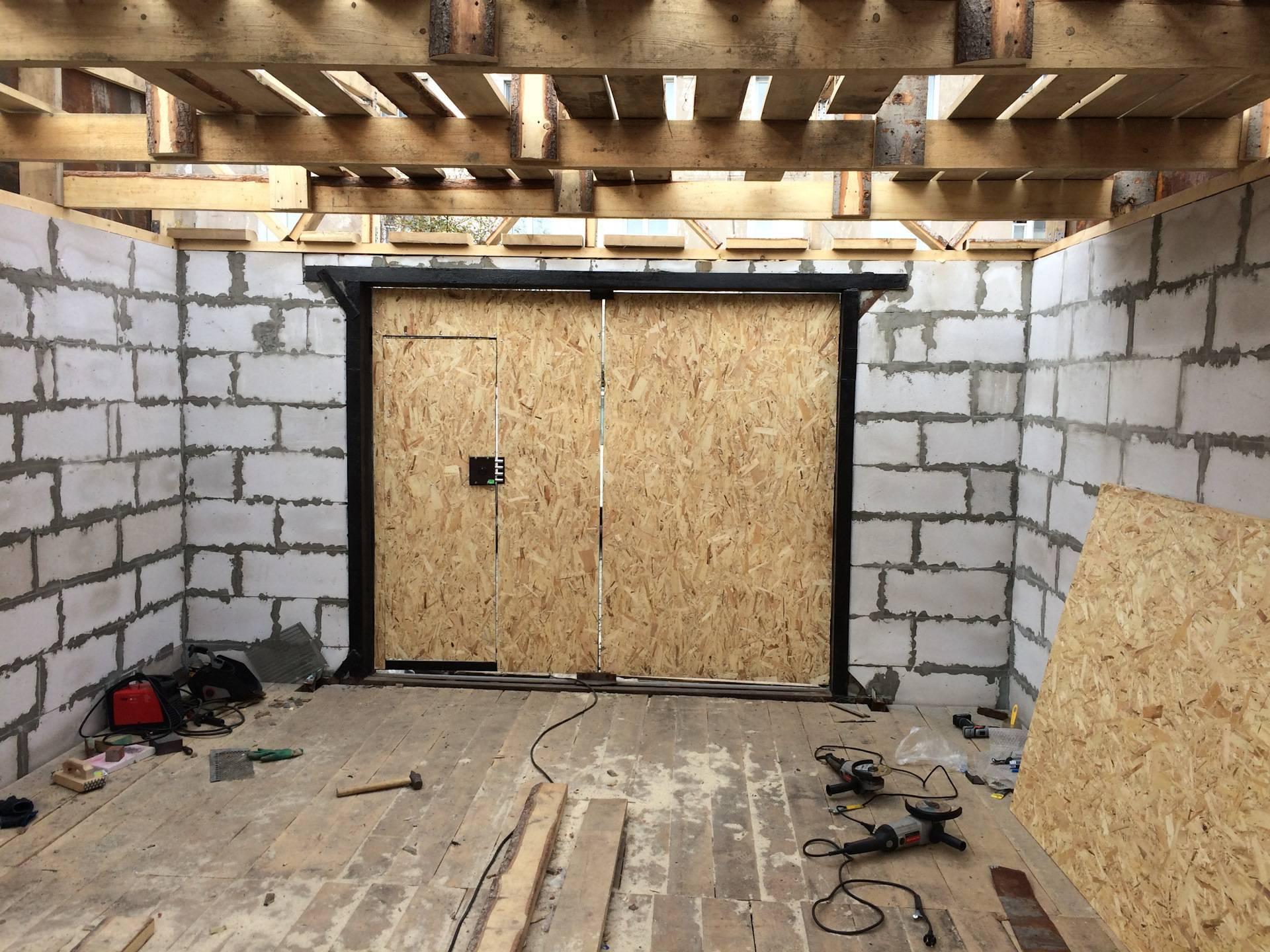 Как построить гараж из пеноблоков — рассказываем подробно