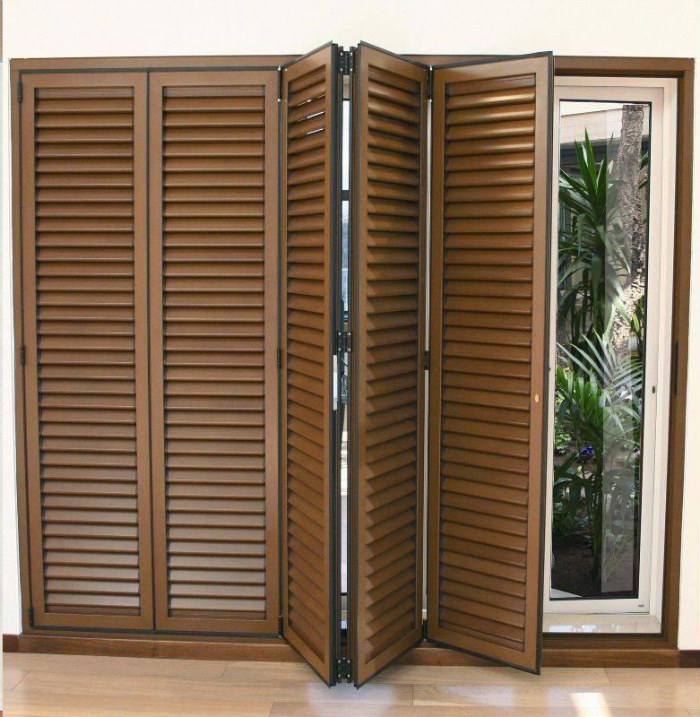 Жалюзийные двери: деревянные, пластиковые, межкомнатные, входные