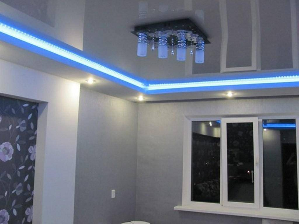 Прозрачный натяжной потолок с подсветкой: фото со светодиодной и цена монтажа