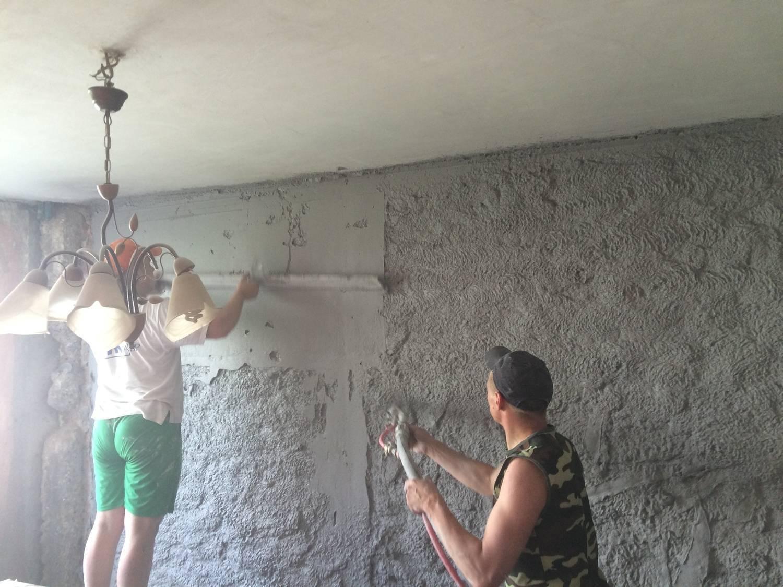 Декоративная штукатурка на потолке - особенности материала и выполнение работы