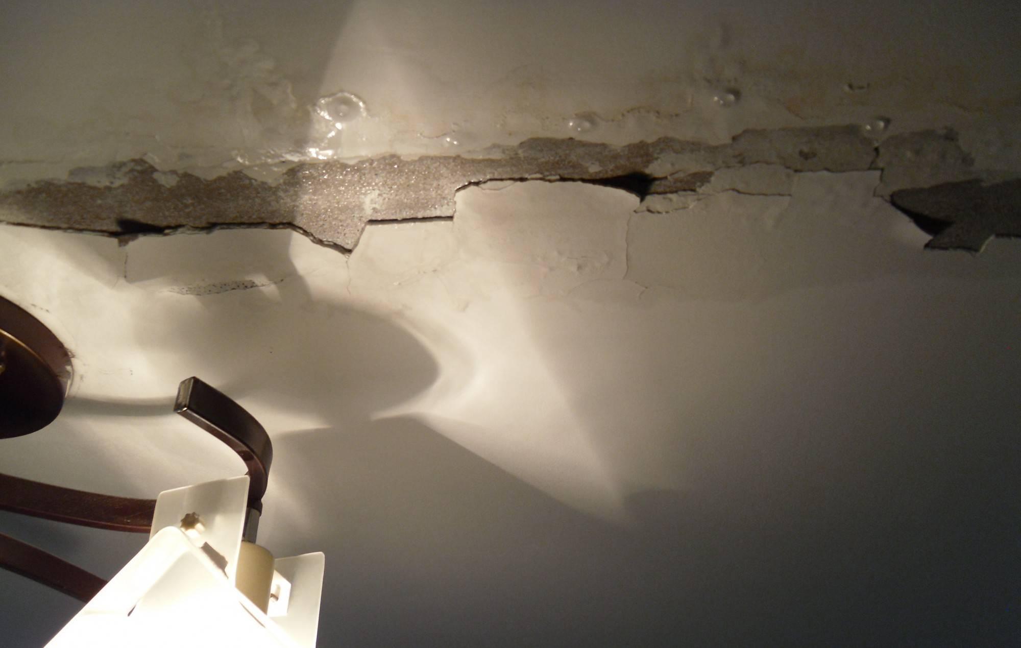 Ремонт потолка после протечки своими руками: образец сметы при затоплении и цена