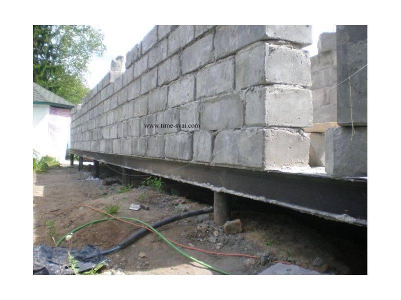 Свайный фундамент под дом из пеноблоков: процесс возведения