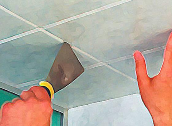 Можно ли клеить потолочную плитку на побелку: способы наклеивания и подготовка к работе