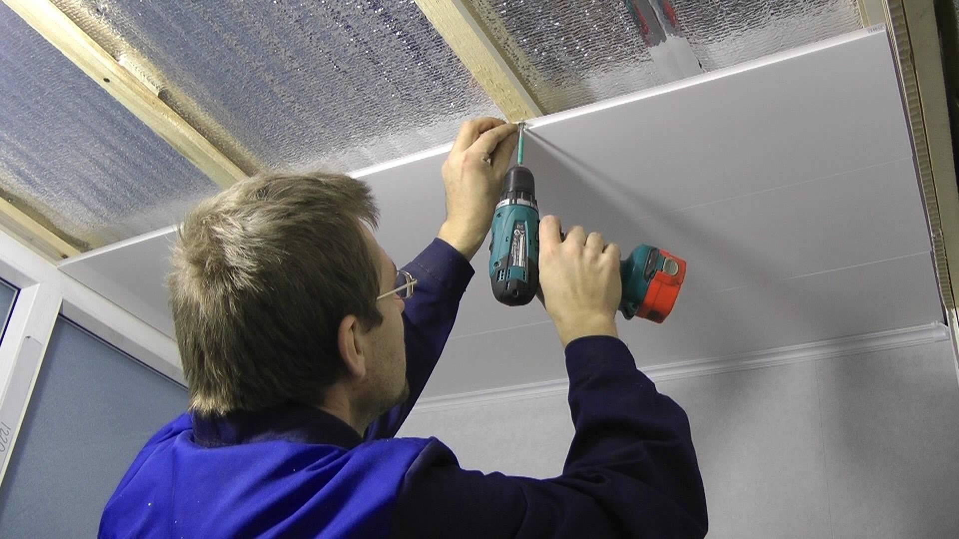 Как обшить потолок пластиком: выбор материала, монтаж несущего каркаса и обшивка