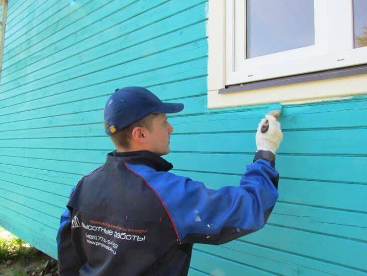 Какой краской лучше покрасить деревянный дом снаружи: чем красить правильнее