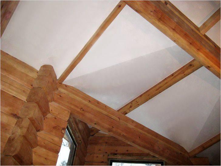Потолок в деревянном доме — какой лучше сделать?