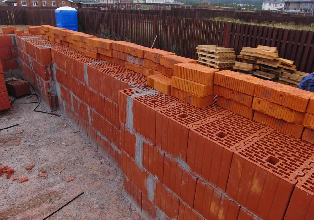 Какой кирпич выбрать для строительства дома: полезные рекомендации