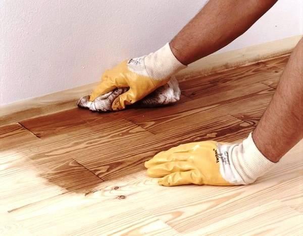 Какую краску выбрать и как правильно покрасить деревянный пол?