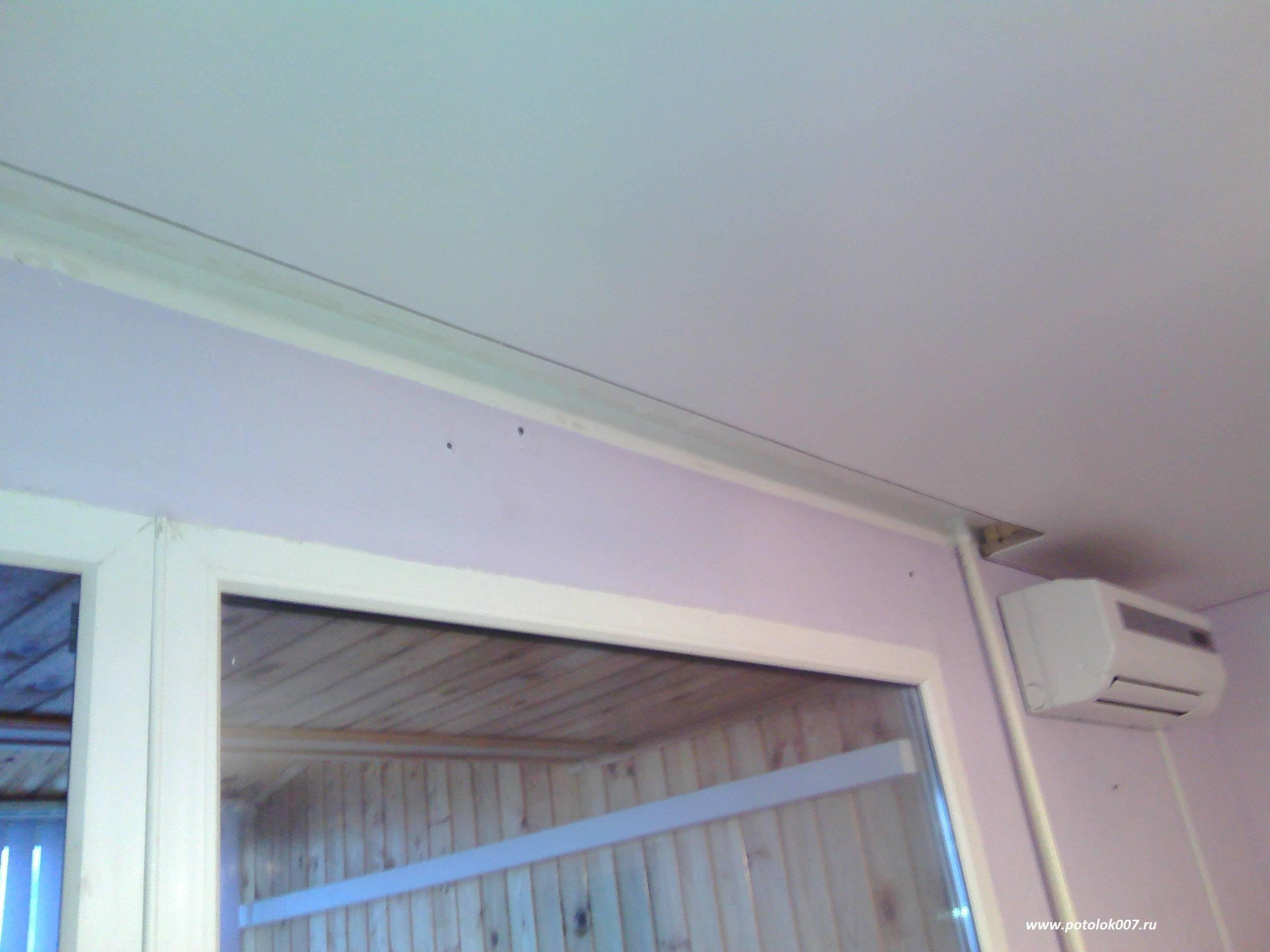Натяжные потолки и шторы, как повесить занавески своими руками: инструкция, фото и видео