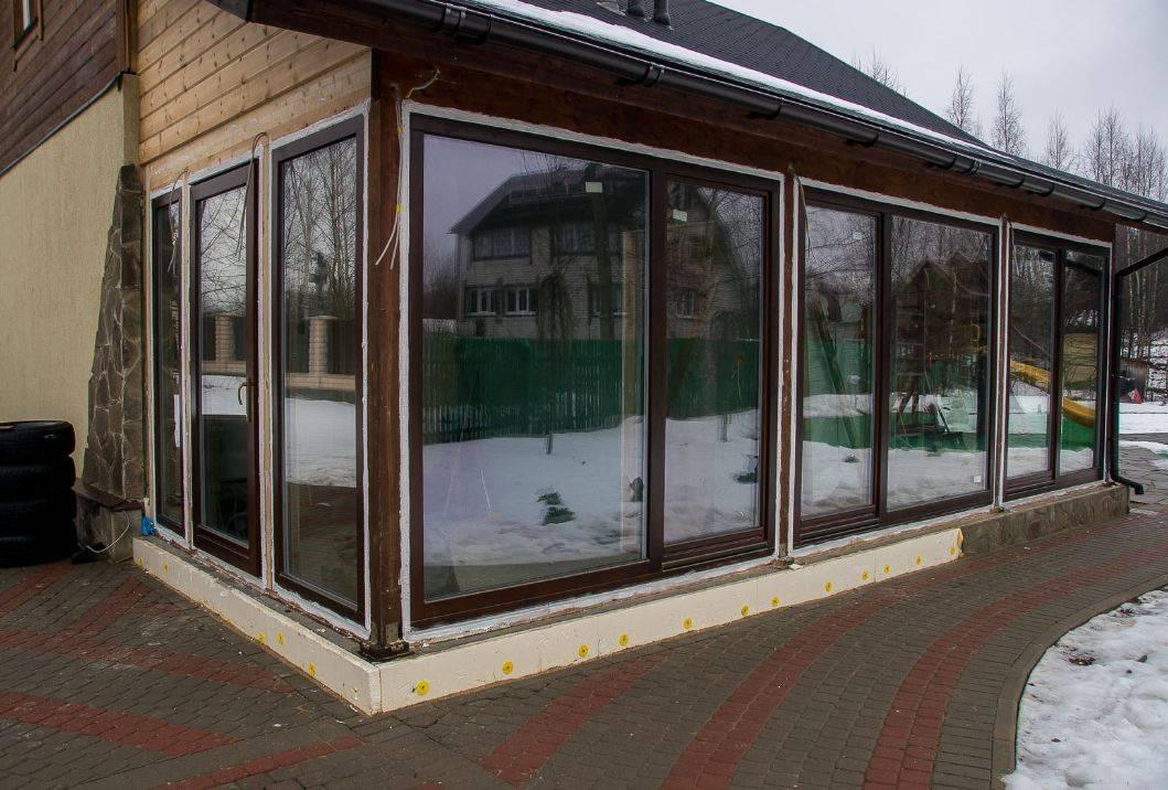 Стеклянные двери для веранды и террасы