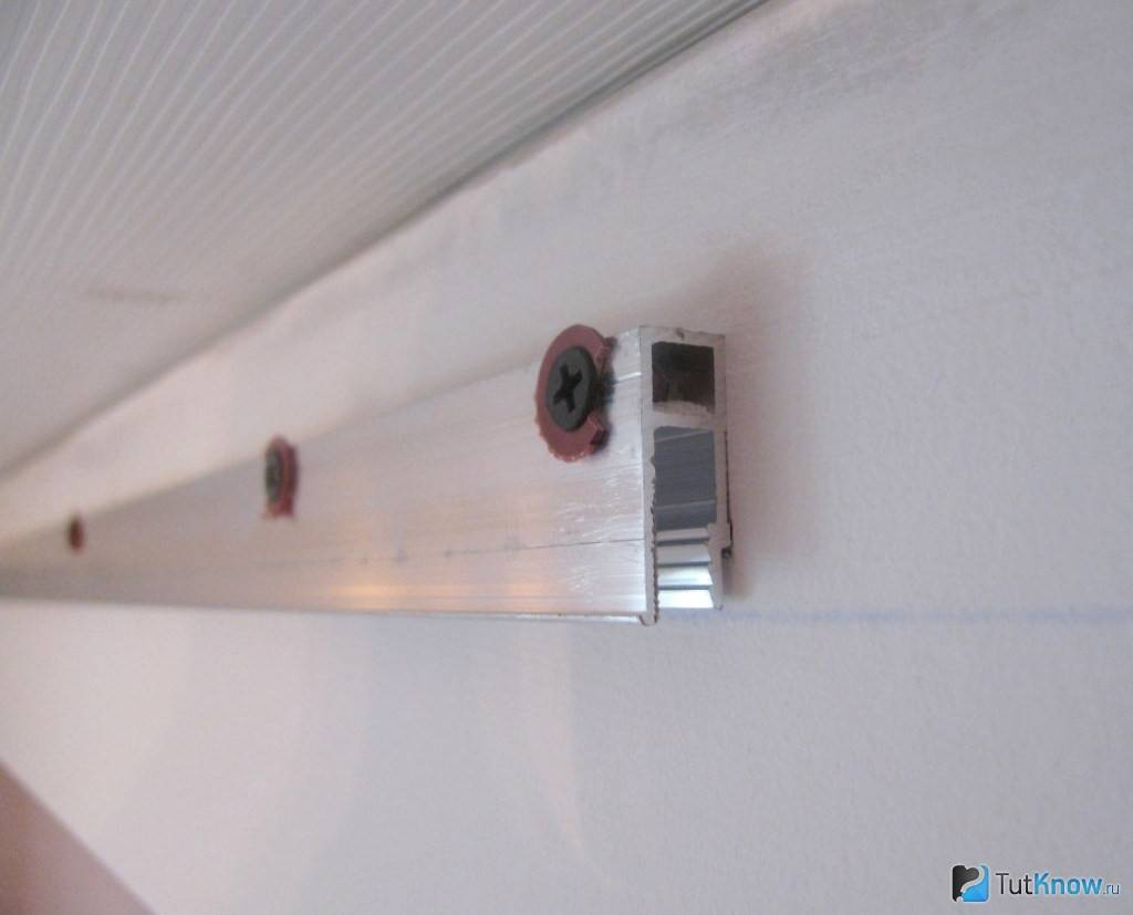 Вставка для натяжного потолка: советы по выбору и установке