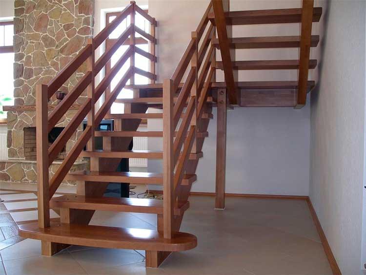Делаем лестницу на второй этаж своими руками