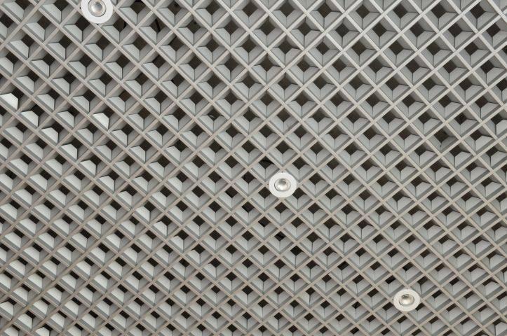 Подвесные потолки: преимущества и недостатки, критерии выбора потолков