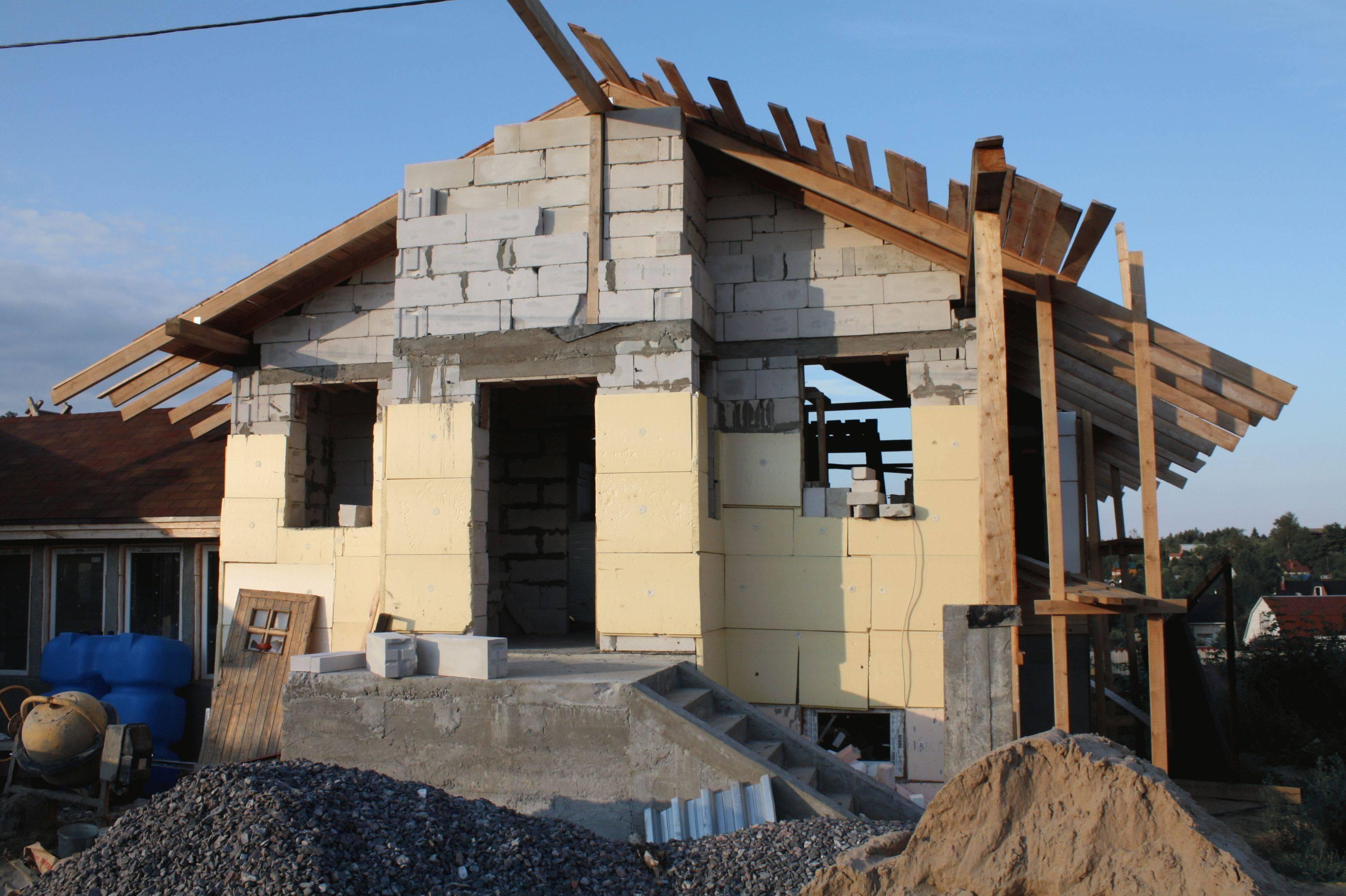 Из из какого материала и где лучше строить дом для постоянного проживания: как лучше построить для круглогодичного жительства, из каких блоков