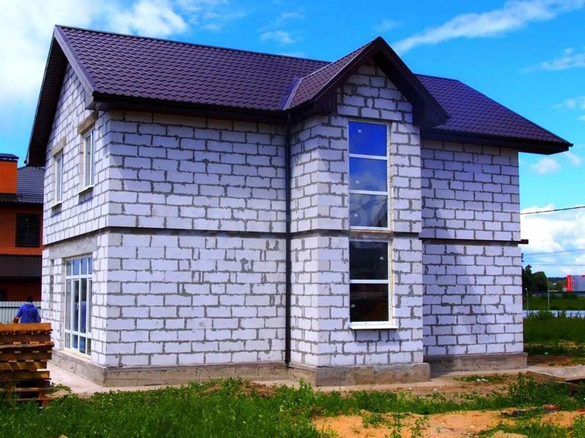 Строительство дома из газобетона: срок службы и особенности эксплуатации