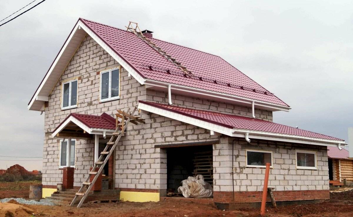 Дом из газобетона или кирпича: что лучше и из чего дешевле строить дом
