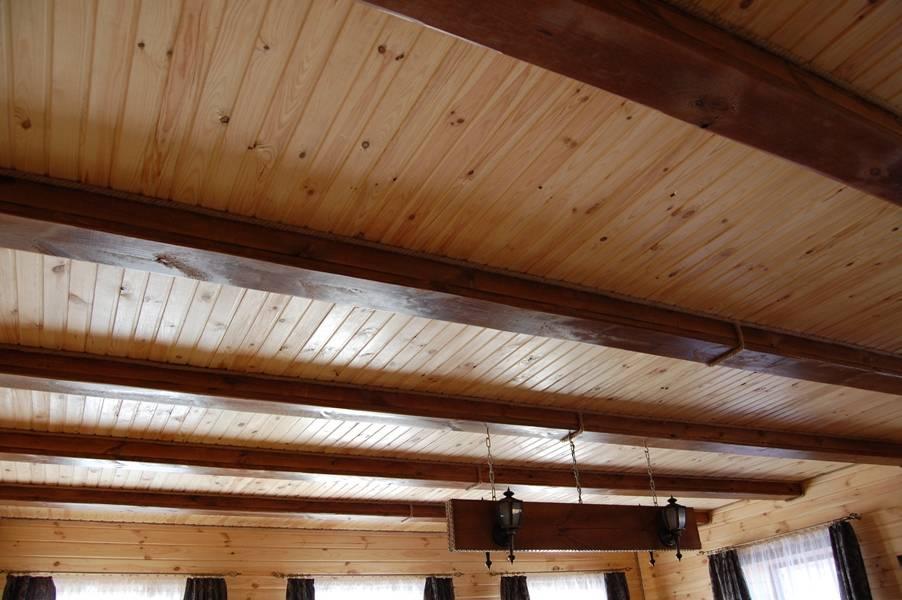 Обшивка деревянных стен и потолков фанерой.