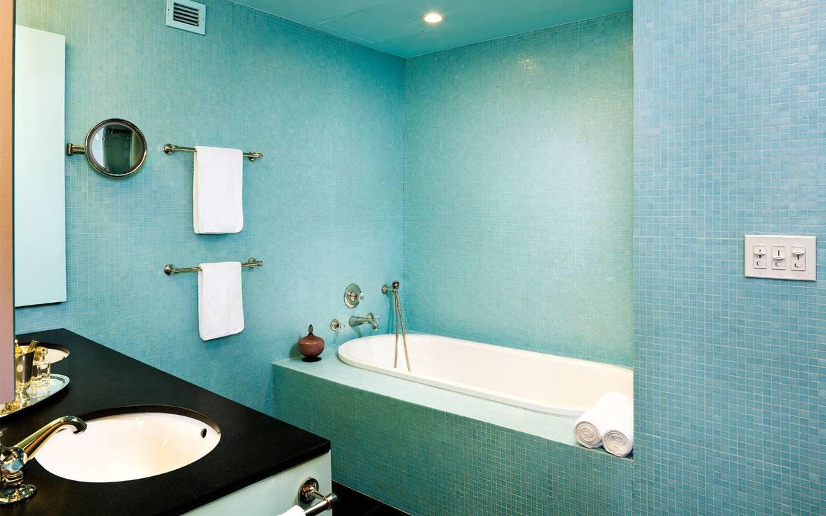 Чем покрасить потолок в ванной: побелка, краска.