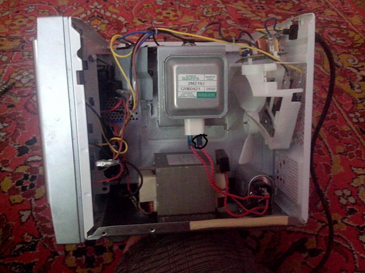 Микроволновка не греет, но работает - что делать? причины и ремонт
